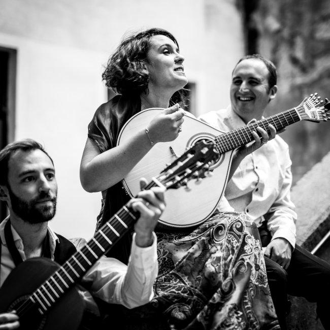 Eleziela et la guitare portugaise
